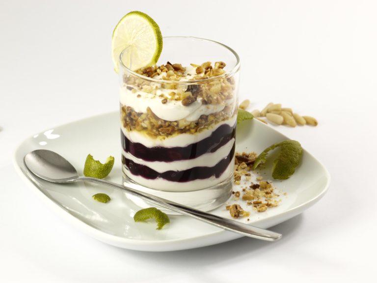 Bild: 4 gesunde Ernährungstipps - Vollwertiges Birchermüesli mit Limetten.