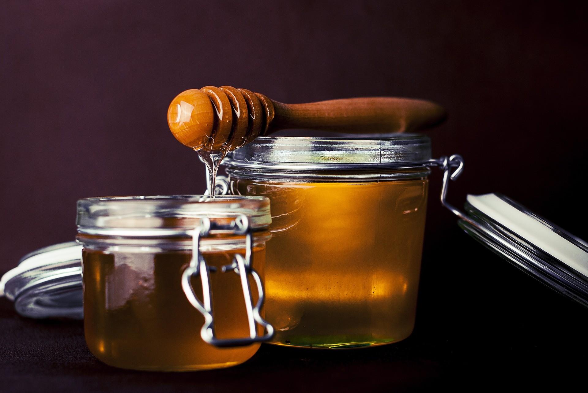 Bild: 2 Gläser mit Honig