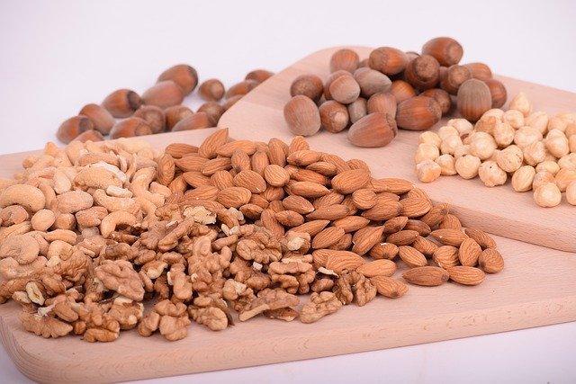 Bild: Gesunde Fette - Nüsse in Rohkostqualität