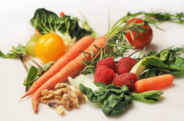 Bild: Pflanzliches, natives Eiweiss - Variation Gemüse:Früchte