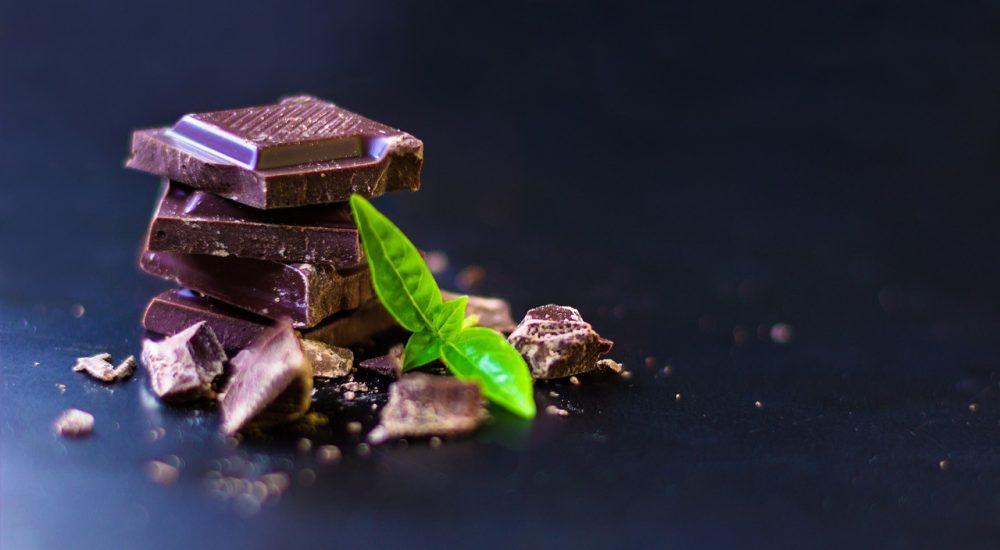 Bild: Schokoladenkurs - Vollwertige Schokolade mit einem Minzblatt